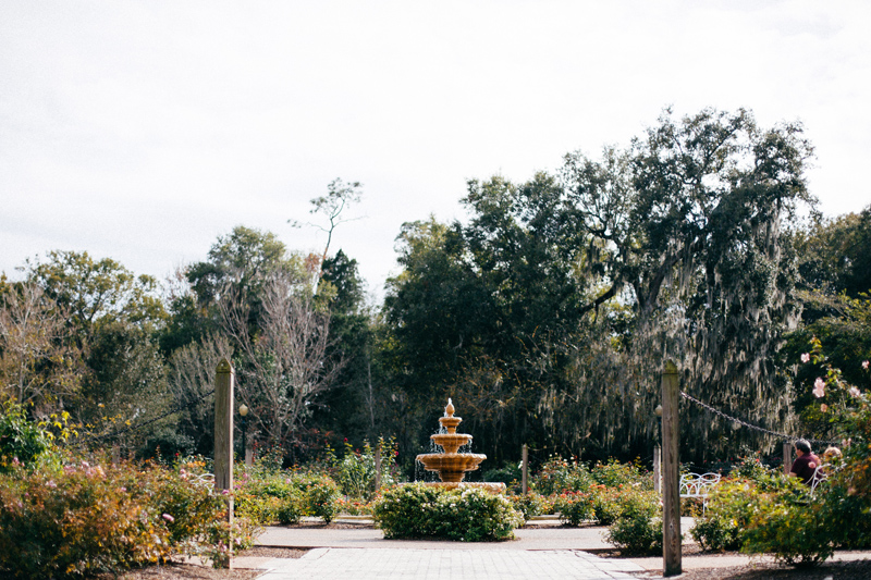 intimate garden wedding: fountain